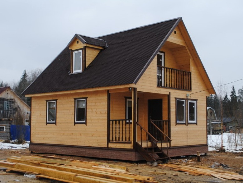 Дом из бруса на сваях 6х6