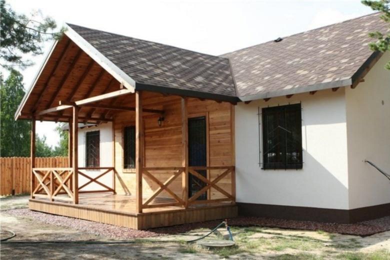 Пристройка к дому с двускатной крышей