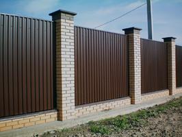 Забор из профнастила коричневый